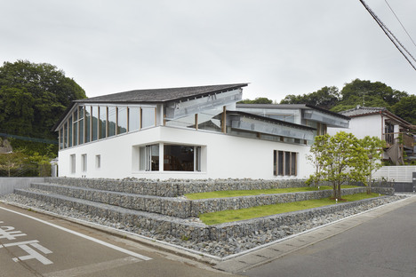 Takao Shiotsuka Atelier: Public library in Taketa, Japan
