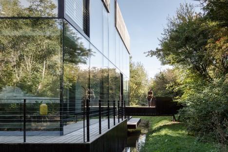 Mecanoo's Glass Villa on the Lake