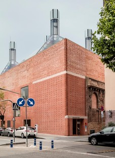 Harquitectes: Civic centre in the former Cristalleries Planell, Barcelona