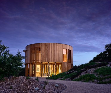 Austin Maynard: House on the Beach in St Andrews, Victoria