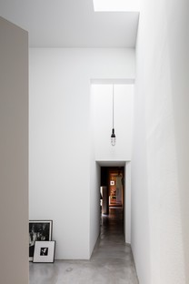 FORM/Kouichi Kimura Architects: Photographer's house in Japan