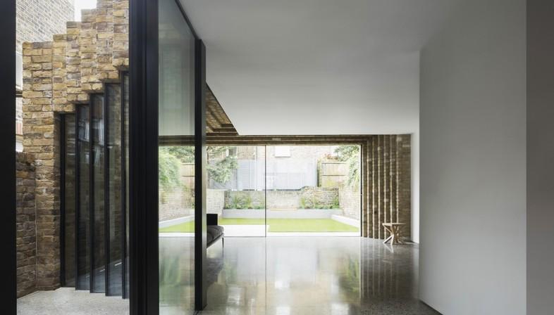 Bureau de Change: Step house, refurbishment in London