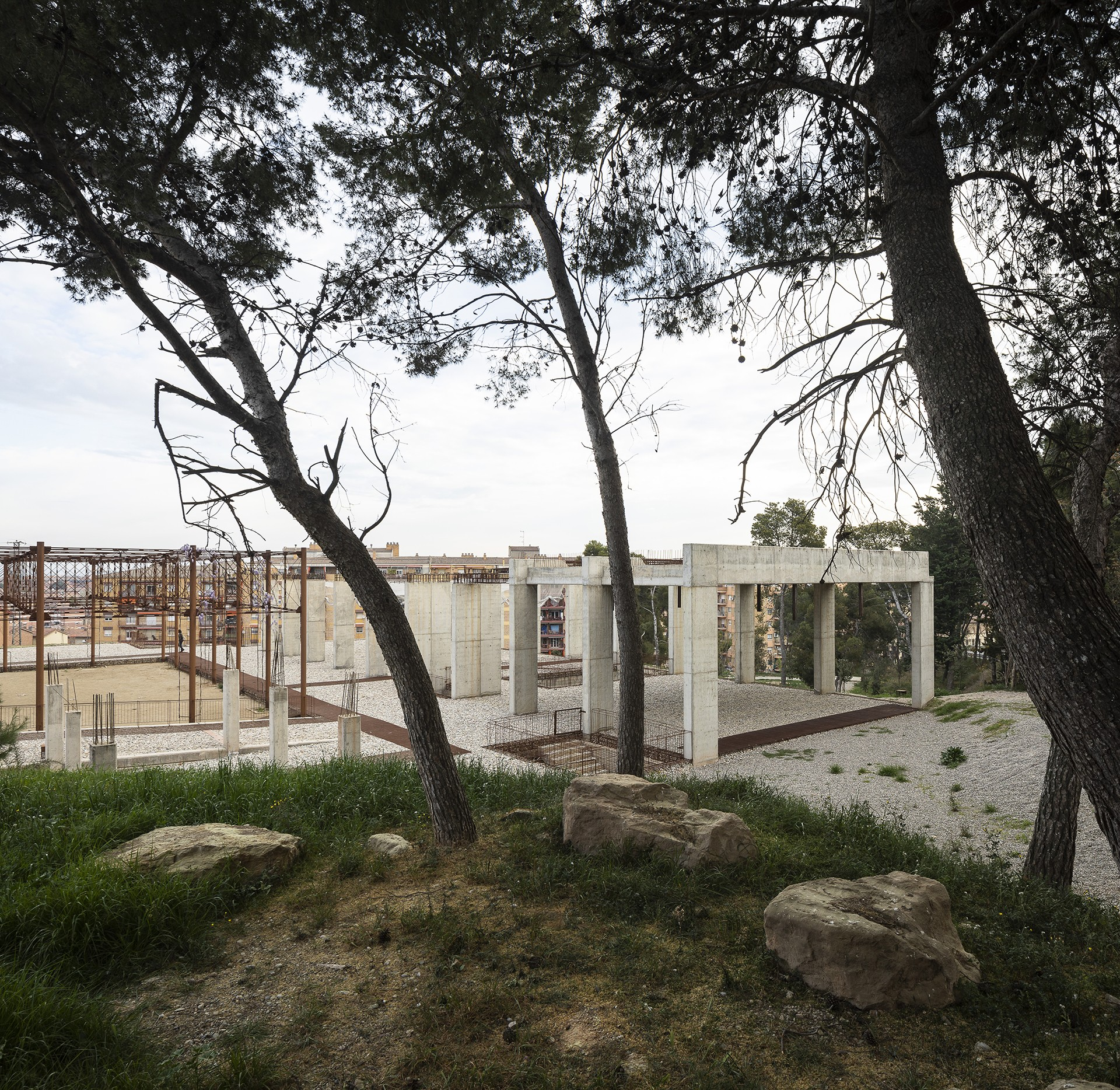 Acero Radici Invasive container and contents: the climate museum in lleida by toni