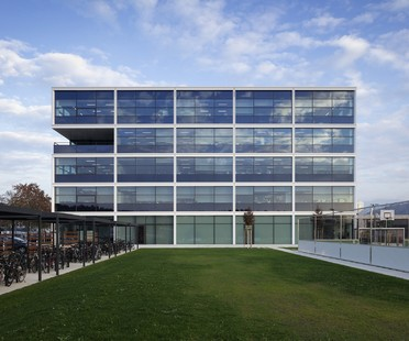 Stryker Innovation Centre designed by HENN Architects in Freiburg