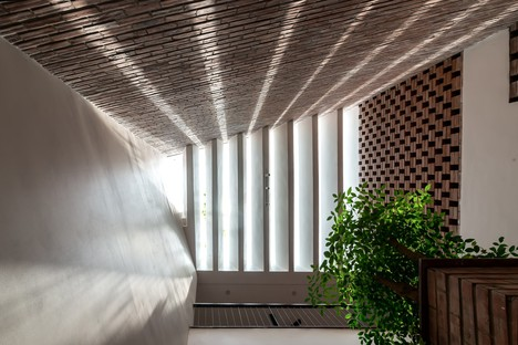 """H&P Architects: Tube-house and """"tropical cave"""" in Vietnam"""