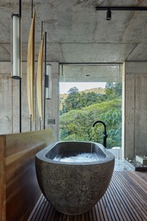 Refuel works + Formafatal: Art Villa in Costa Rica
