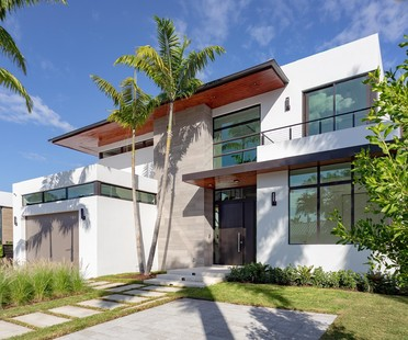 Bay Tropical Residence by SDH Studio