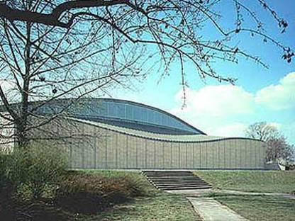 Arata Isozaki: Japanese art and technology exhibition hall