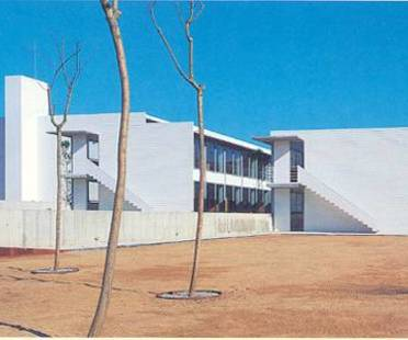 Ferrater & Guibernau: vocational school in Lloret de Mar, Spain, 1993-1996