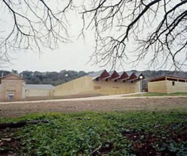 Bodega Se&ntilde;or&igrave;o de Ar&igrave;nzano<br> Navarra, Spain, 2002