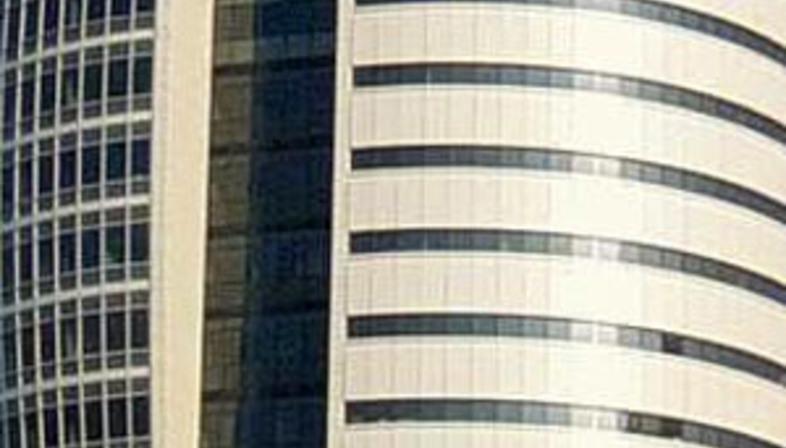 Haifa, Sail Tower<br>  Avraham Curiel Architects. 2003