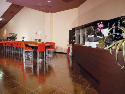 Oh! Sushi and Papaya Restaurant