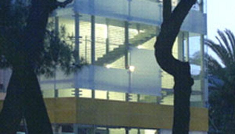 Multipurpose building and former cinema<br> Arena Braga. Giulianova (Te)<br> Giovanni Vaccarini. 2004