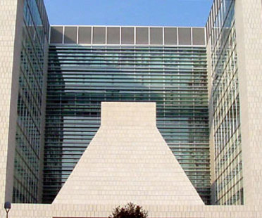 Gregotti Associati. Lombarda Headquarters' bank.<br /> Brescia, Italy. 2004