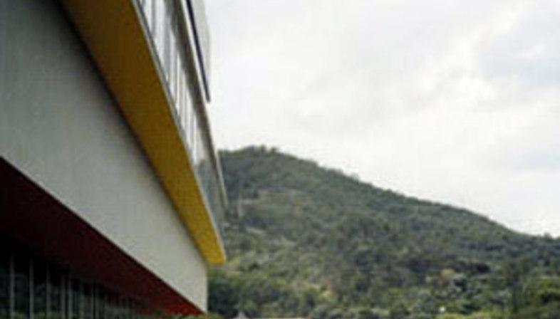 Low Emission Building. 5+1Agenzia d'Architettura.<br /> Vado Ligure (Savona), Italy. 2005