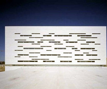 Rectory building for New Lisbon University - Manuel and Francisco Aires Mateus. Lisbon, 1998
