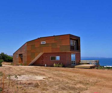 Weller Home. Riesco + Rivera Arquitectos Asociados<br /> with R&U arquitectos asociados.<br />Punta del Gallo, Chile - 2005