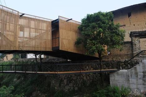 Li Xiaodong and the school on the bridge