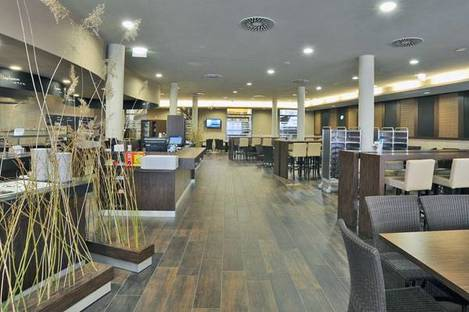 Restaurant with Rovere Antico flooring by Ariostea