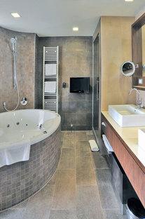 Pietra di Merano floor and wall tiles in the hotel room bathrooms