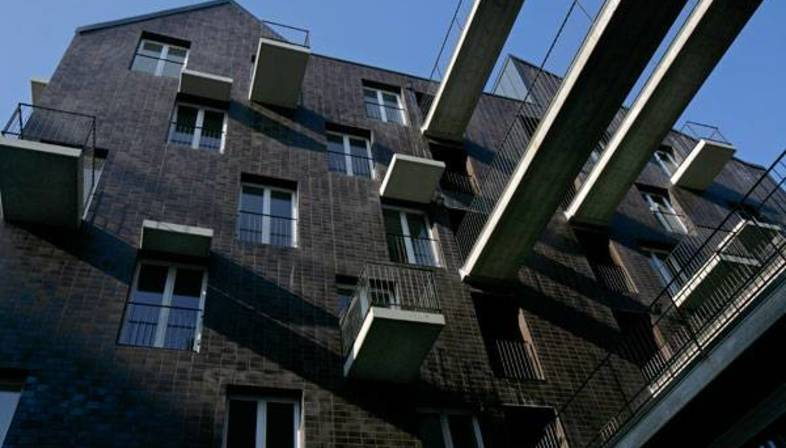 Apartment building by Kis Péter, ceramic wall tiles