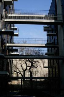 Walkways between one façade and the other