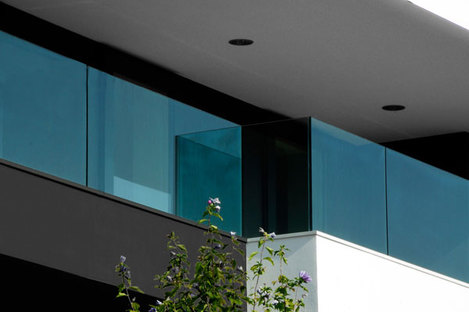 Detail of glass parapets