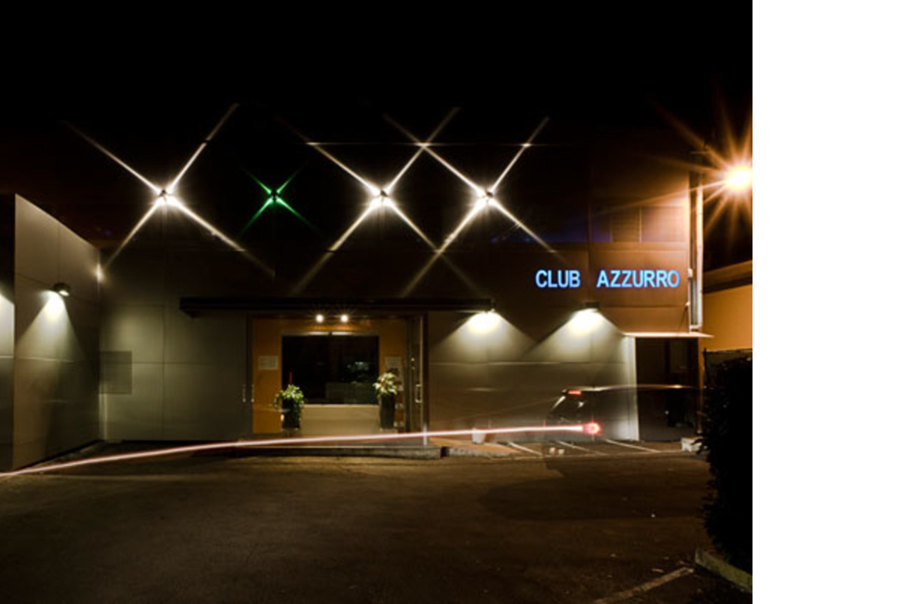 Club Azzurro: a stone cavern for well-being