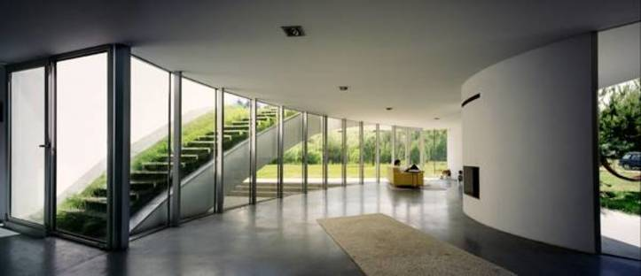 Living room with glass wall and access to the roof garden