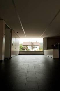 Corridor with Lastra nera flooring by Eiffelgres