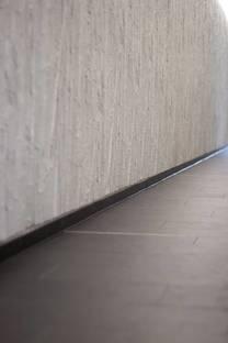 Lastra nera flooring and bamboo wall decoration