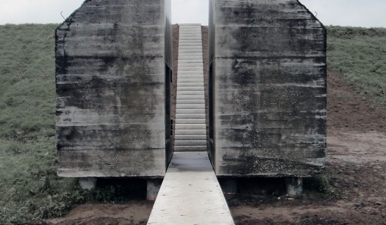 Bunker 599: from architecture to monument