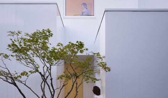 Yoshichika Takagi, a home in a parking lot
