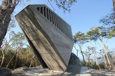 BNKR: Sunset Chapel in Acapulco