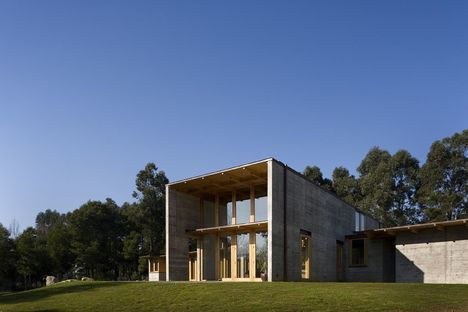 Castanheira: a house of cement and wood