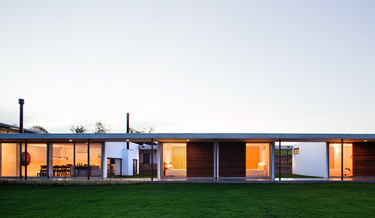 Andrade Morettin: long house in San Paolo