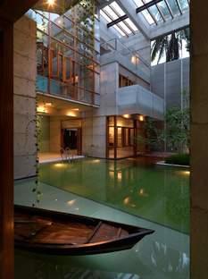 Rafiq Azam: house with pool of water in Dhaka