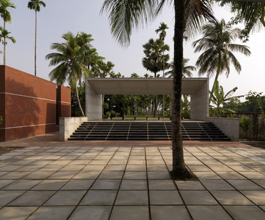 Rafiq Azam: family tomb in Bangladesh