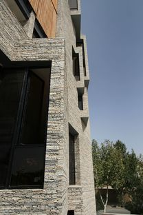 Mehdizadeh: architecture with recycled cladding in Mahallat