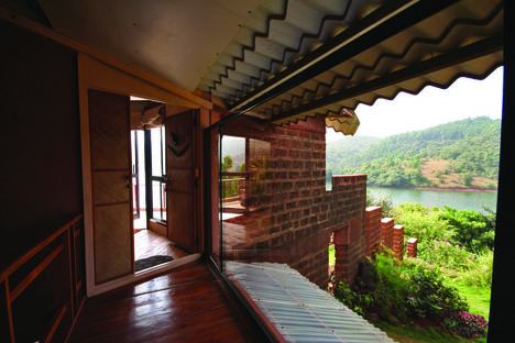 Shirish Beri: Lakeside home in Andur