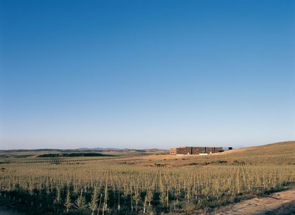 GH + A (Guillermo Hevia Architects): olive oil factory in Chile