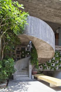 Vo Trong Nghia Architects: concrete home in Binh Thanh (Ho Chi Minh)