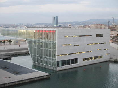 Marseilles and the waterfront: urban conversion strategies.