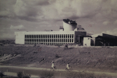Le  Corbusier: The promise and challenge of Chandigarh.
