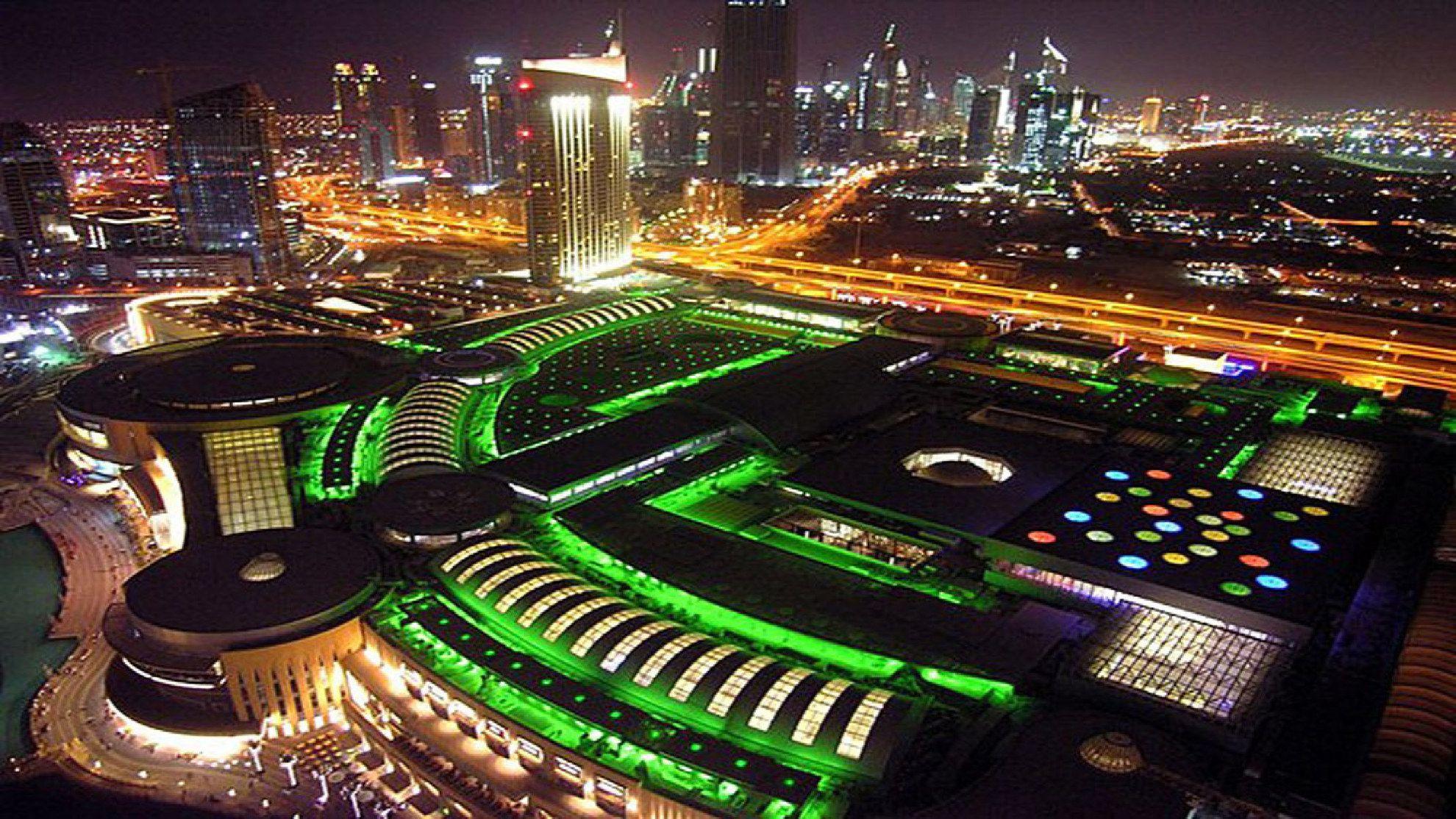 Atlantis Hotel On Palm Jumeirah Island Dubai High-Res ...  |Palm Island Dubai From Burj Hotel