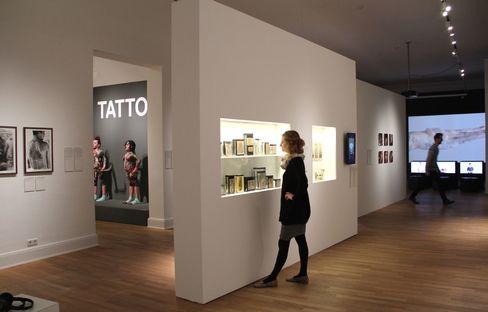 tattoo exhibition at the museum fuer kunst und gewerbe hamburg livegreenblog. Black Bedroom Furniture Sets. Home Design Ideas