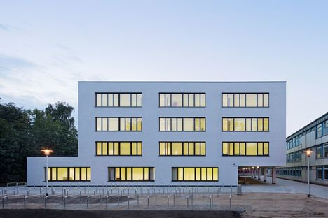 Beyond the school, H1 by the Blauraum studio in Hamburg