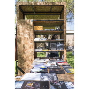 Mobile book trailer by RAMA Estudio for vsfoto
