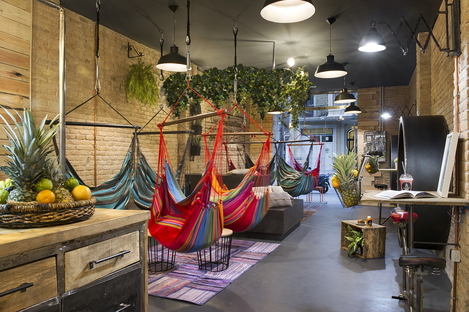 Hammock Juice Station, relaxing vegan hangout designed by Egue y Seta