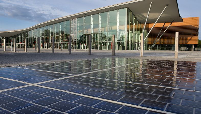 The World S First Solar Panel Road In France Livegreenblog